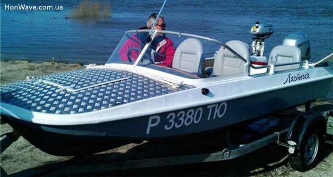 моторная лодка обь-3 на лафете